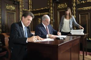 Secretary of State Mark Ritchie and Governor Mark Dayton sign special session bills