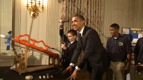 Obama helps with marshmallow launch at White House Science Fair